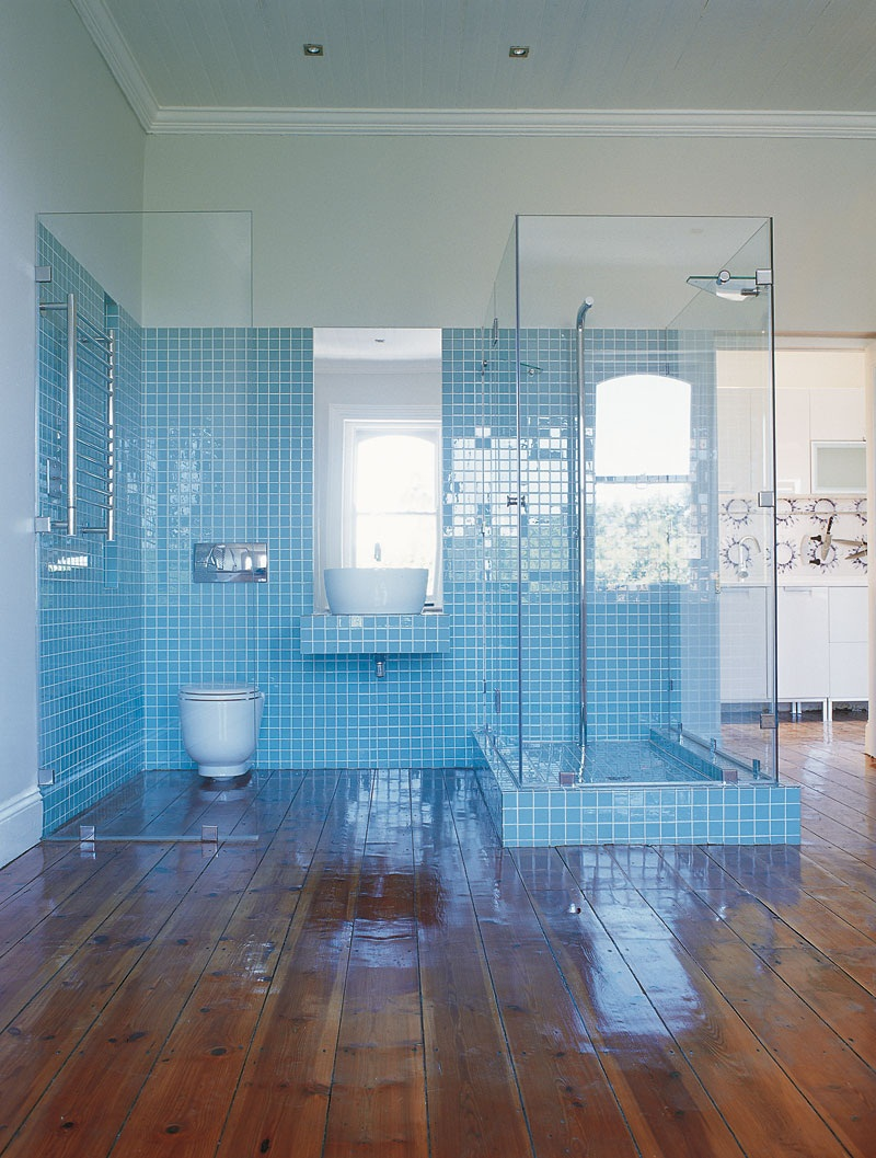 30 magnificent ideas and pictures of 1950s bathroom tiles for Bathroom designs blue