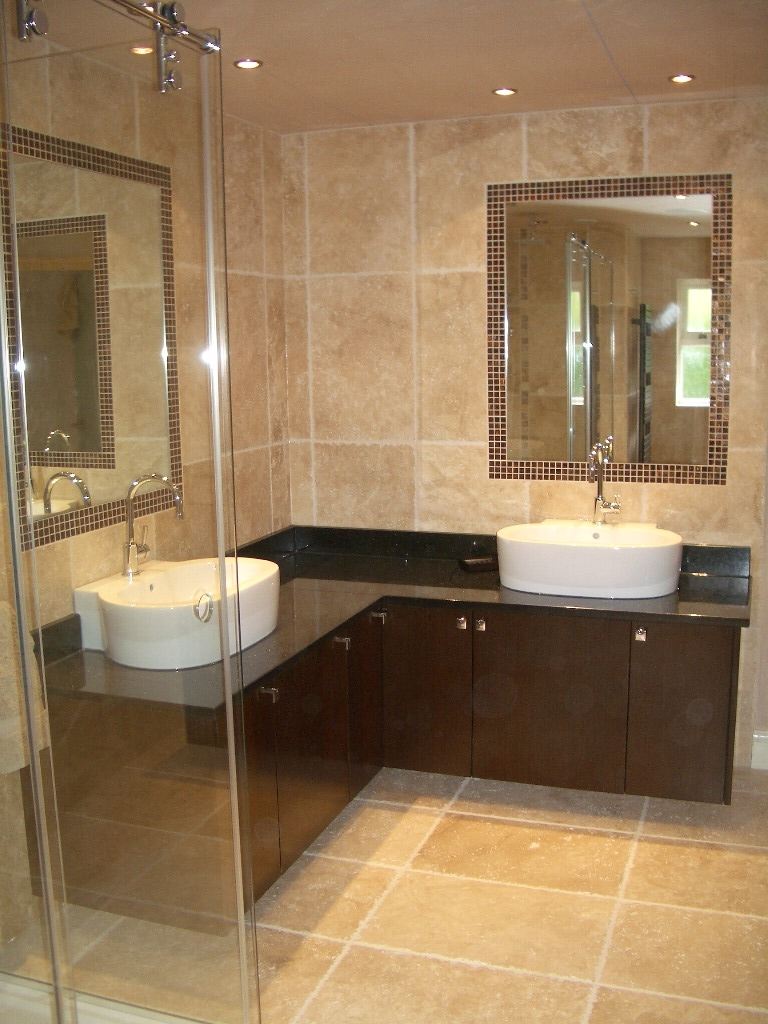 33 amazing pictures and ideas of old fashioned bathroom for Glass tile ideas for small bathrooms