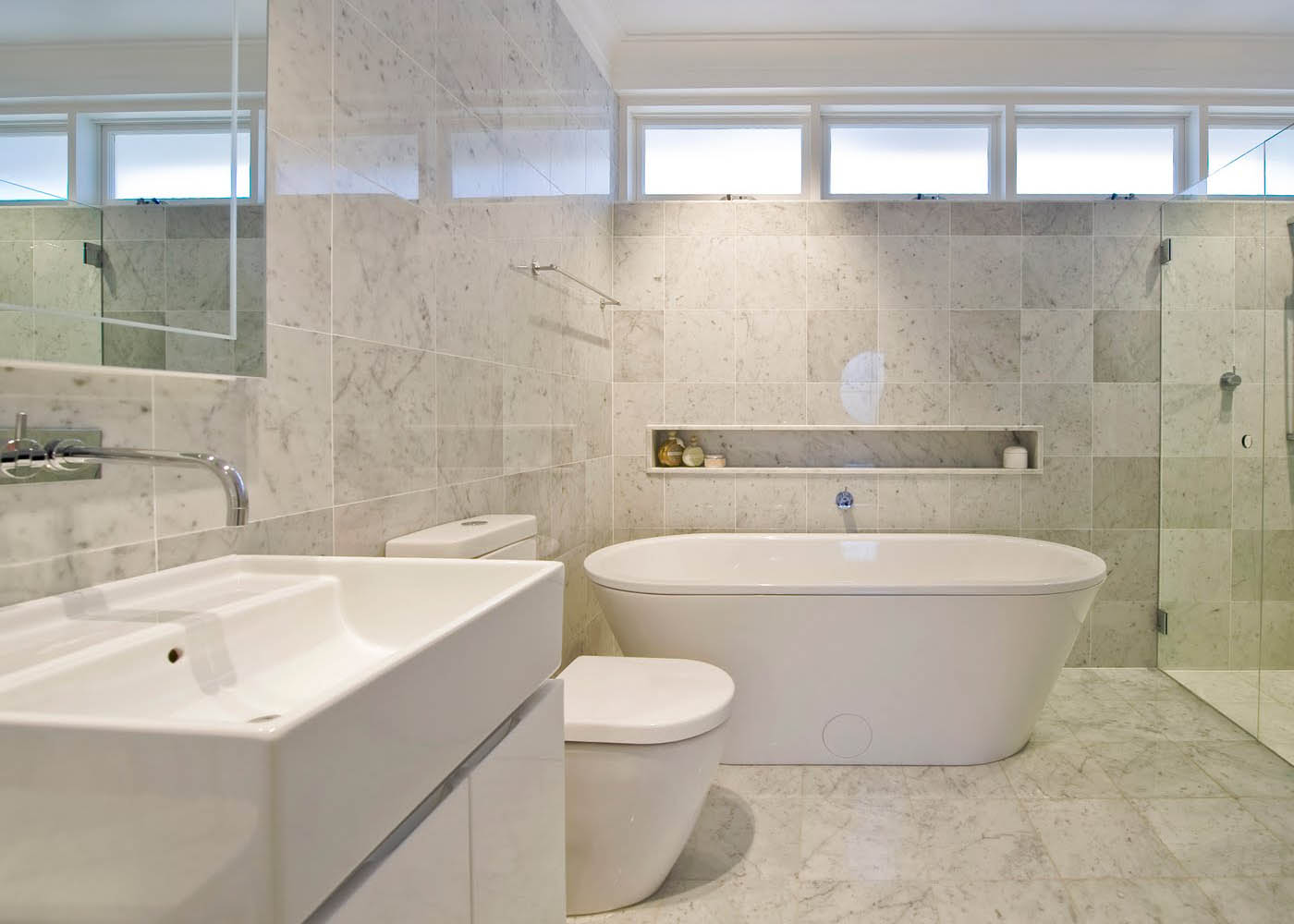 30 stunning natural stone bathroom ideas and pictures for Bathroom tiles modern