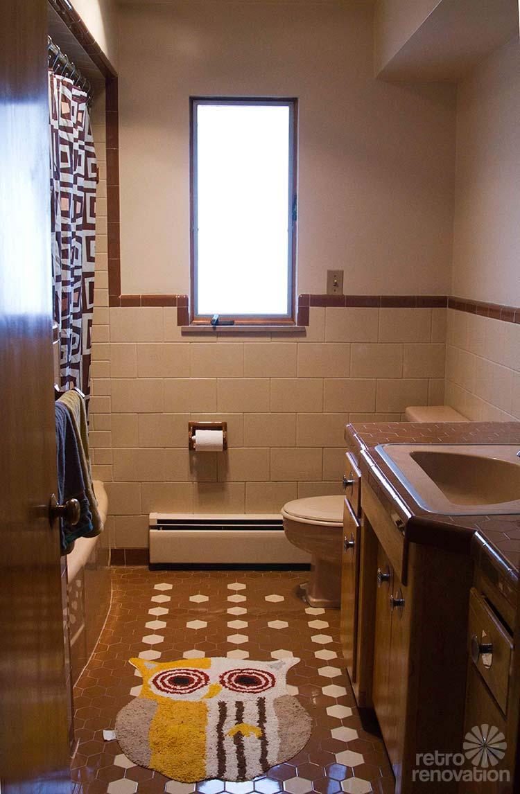 beige-and-brown-vintage-bathroom