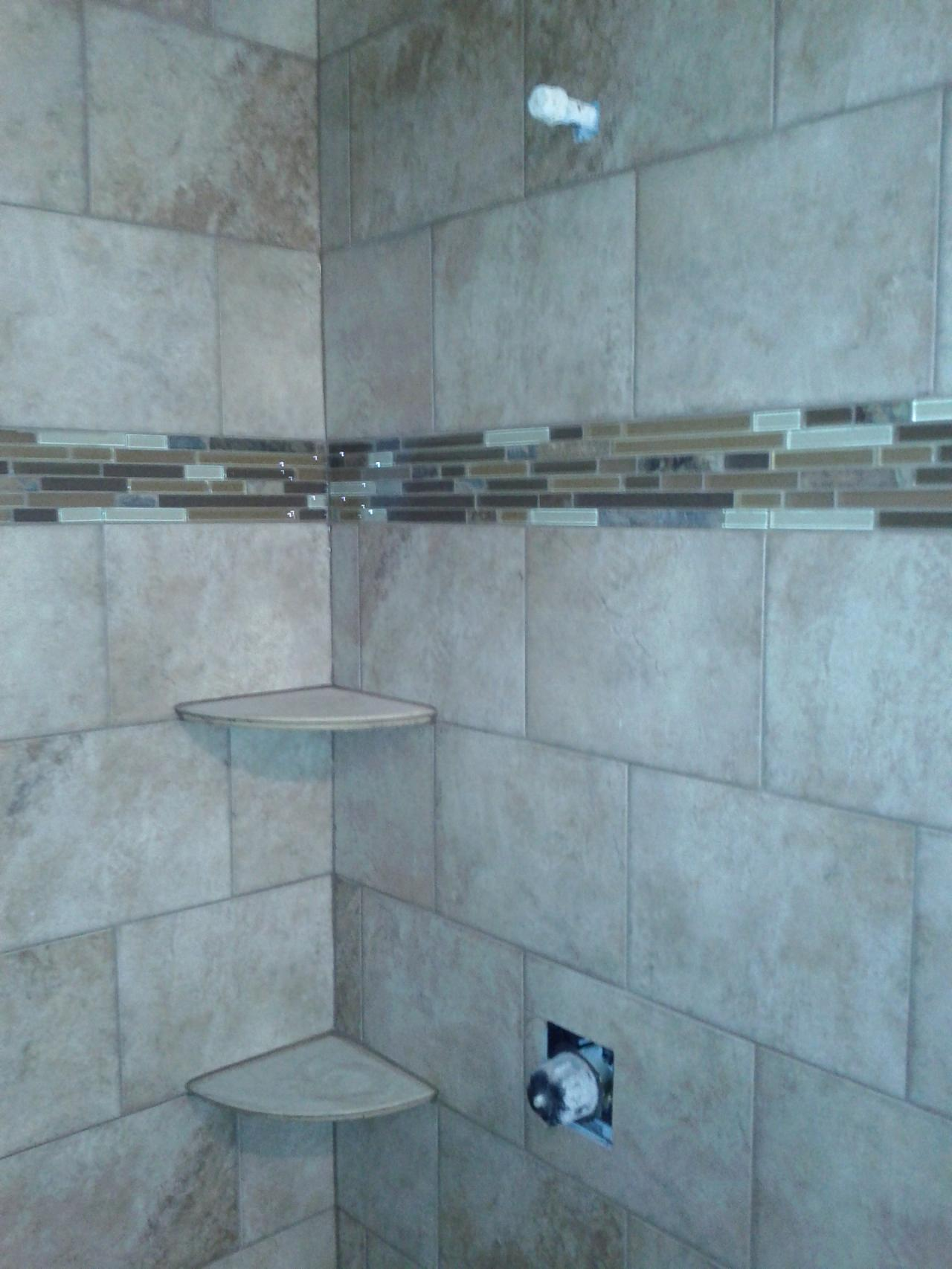 30 magnificent ideas and pictures of 1950s bathroom tiles for Tile shower floor ideas