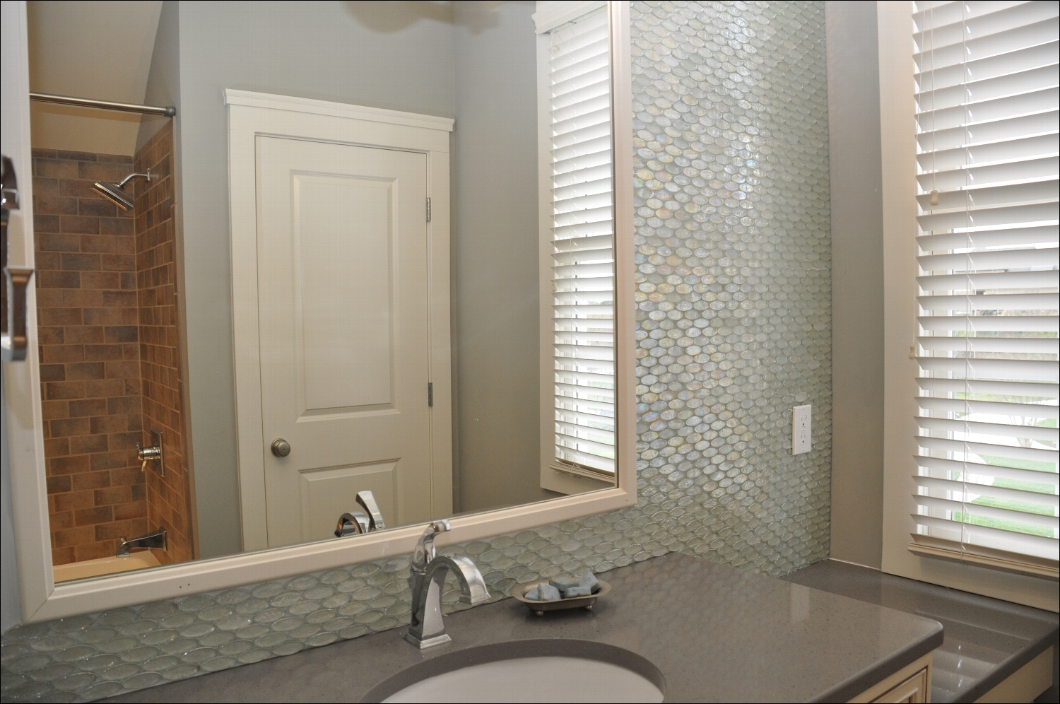choose-high-quality-sealant-bathroom-wall-texture