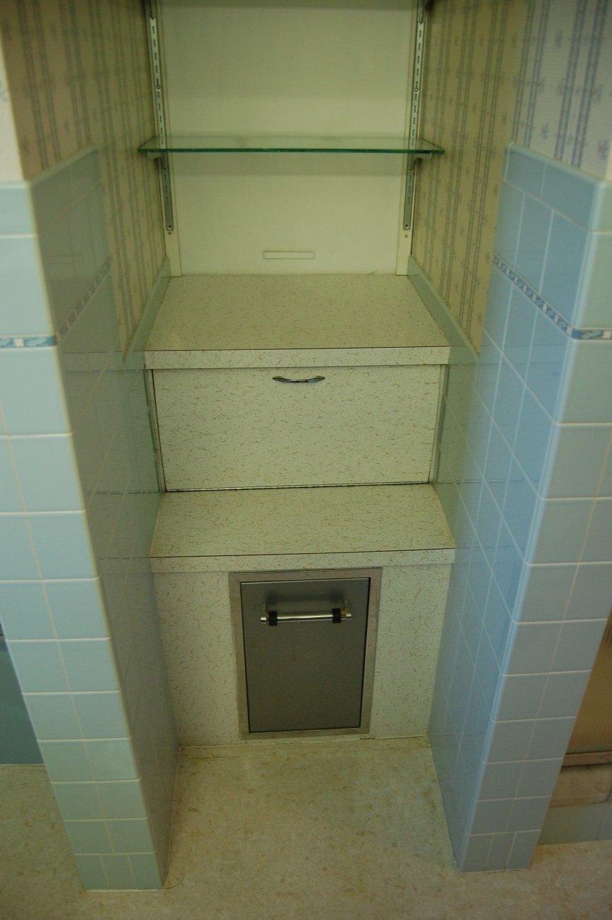 classy-vintage-bathroom-laundry-chute