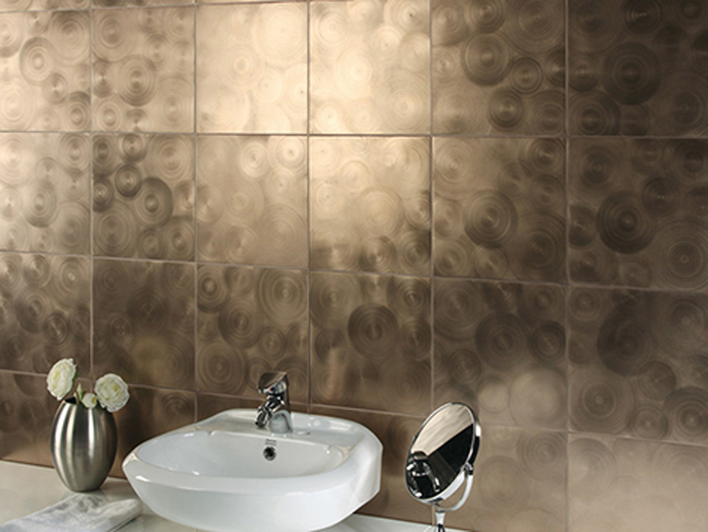 glass tiles are able to enlarge the bathroom without much efforts