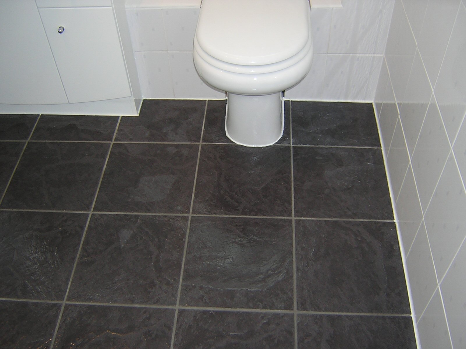 30 amazing ideas and pictures of the best vinyl tile for for Bathroom floor ideas uk