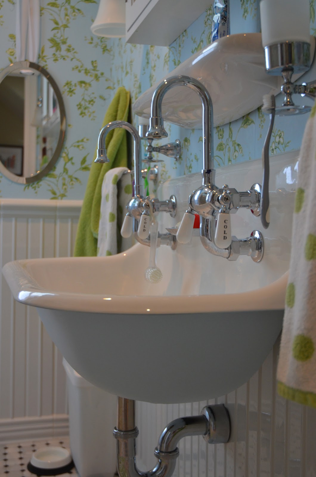 Vintage Wall Mount Bathroom Sink - Photos Wall and Door ...