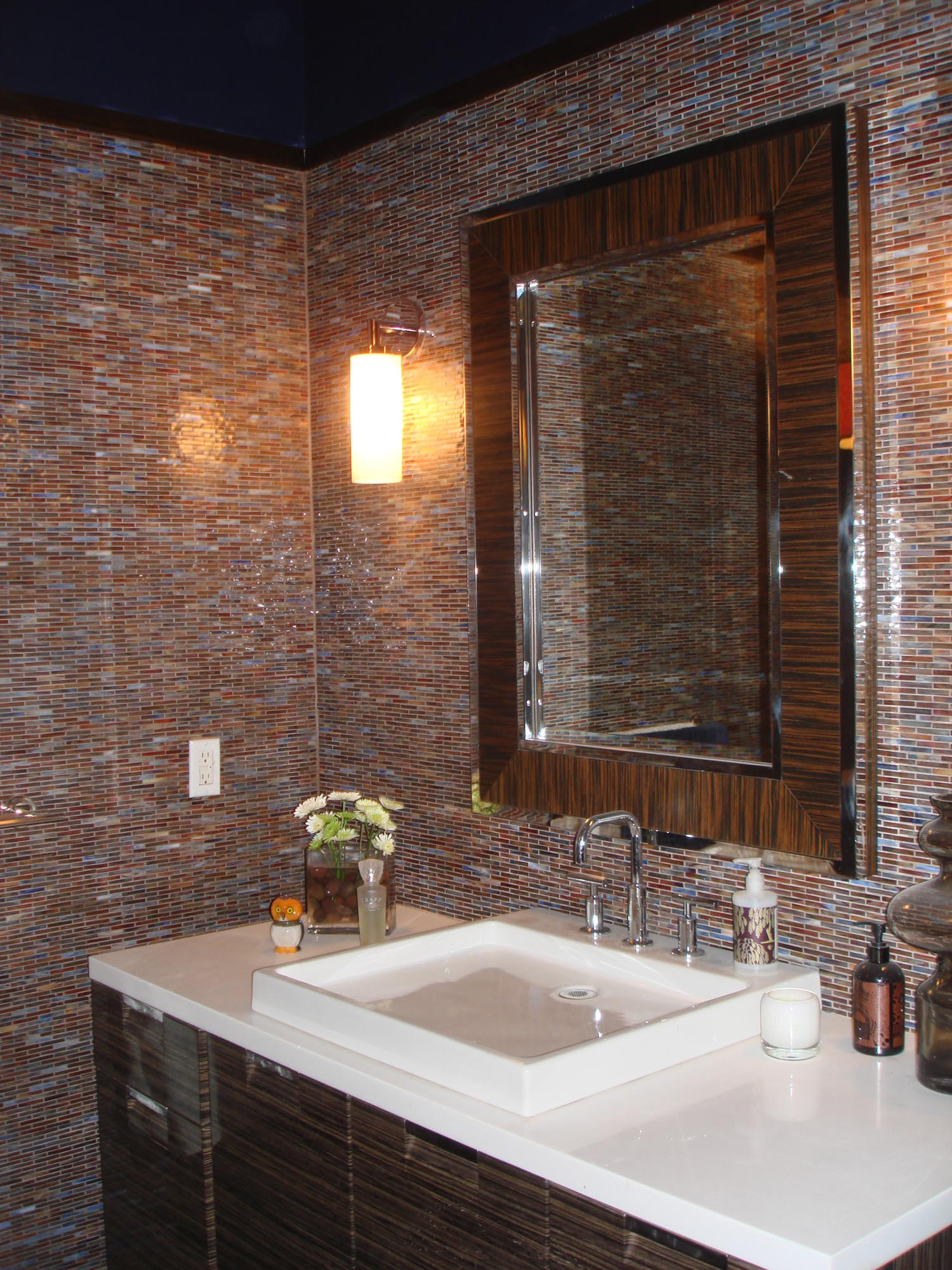 glass-mossaic-tile-bathroom-steam-shower-and-niche