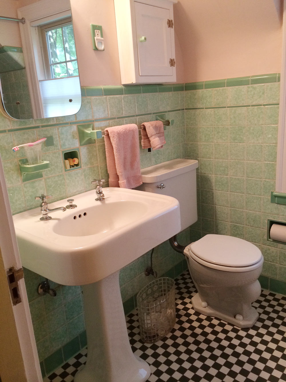 green-vintage-bathroom