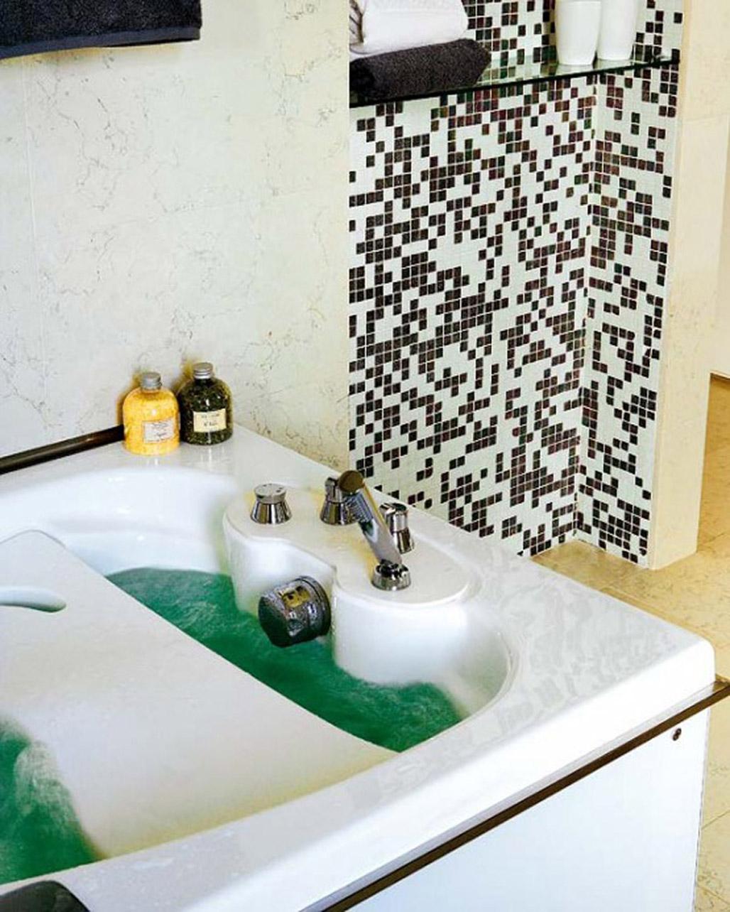 minimalist-bathroom-tub-concept-idea