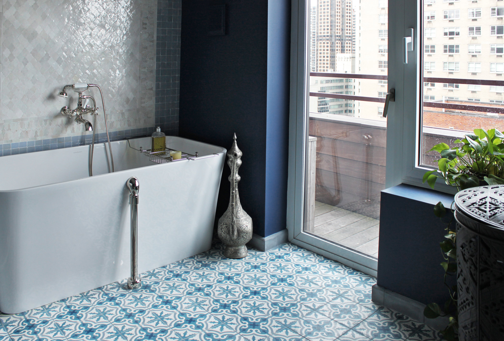 patterned-bathroom-floor-tile-tub