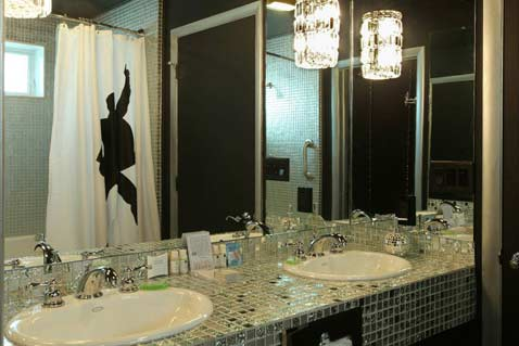 photosbath4-sparkly-glass-tile-mosaic-bathroom