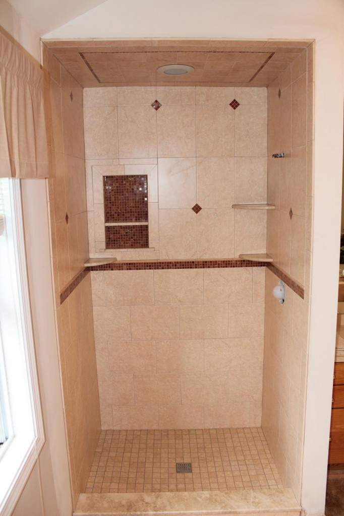 porcelain-tile-shower-marble-mossaic_0-682x1024