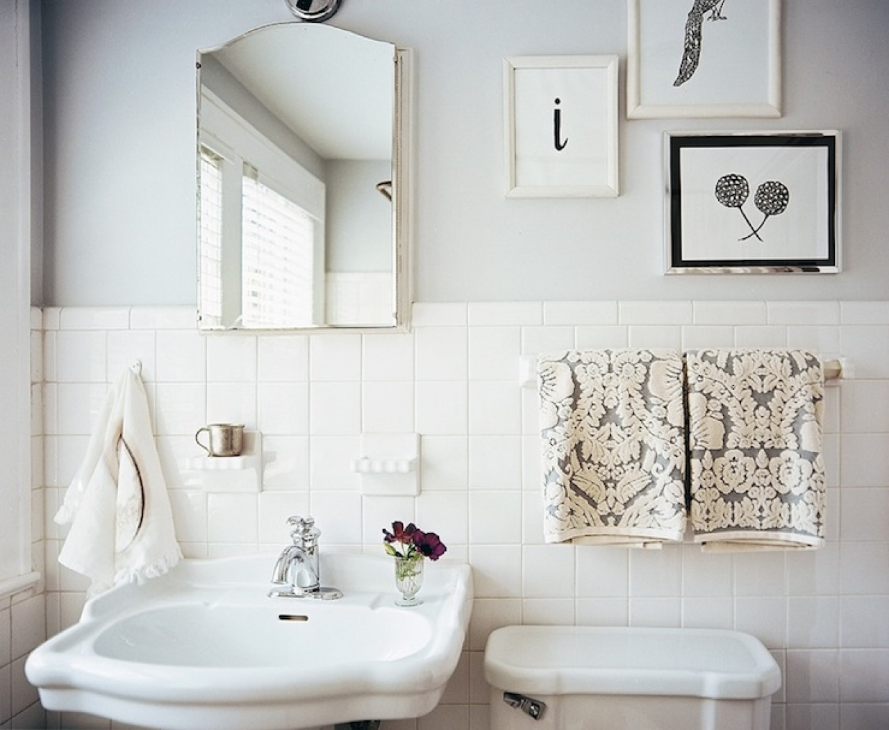 33 amazing pictures and ideas of old fashioned bathroom for Grey and white bathroom accessories