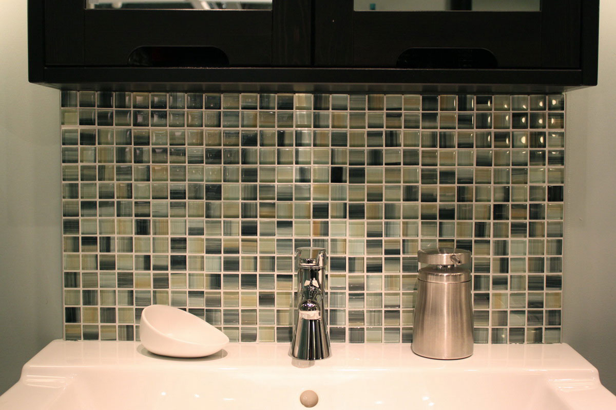 32 ideas on mosaic tile bathroom design for Mosaic tile bathroom design
