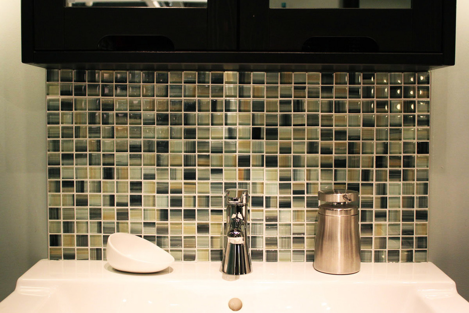 pretty_bathroom_mosaic