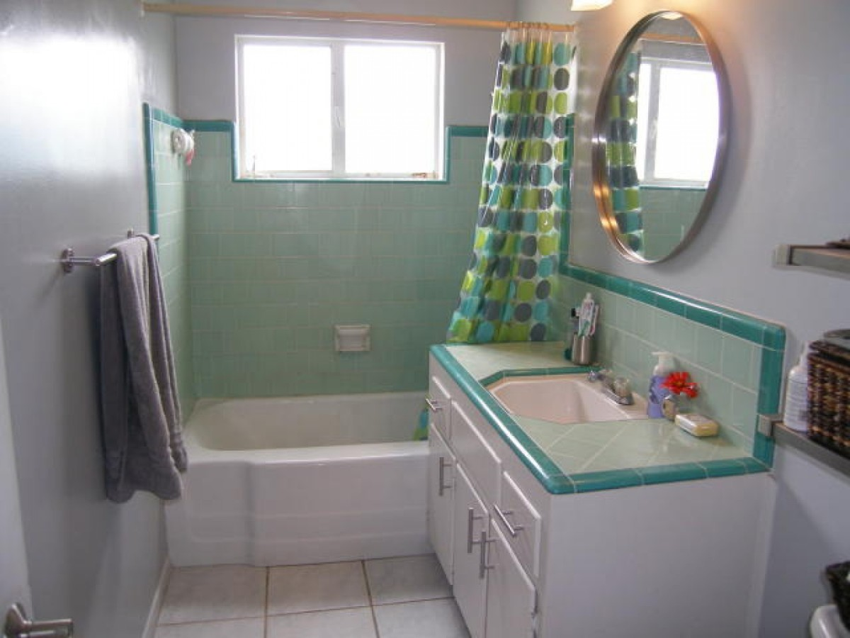 30 great pictures and ideas of old fashioned bathroom tile for Retro bathroom designs
