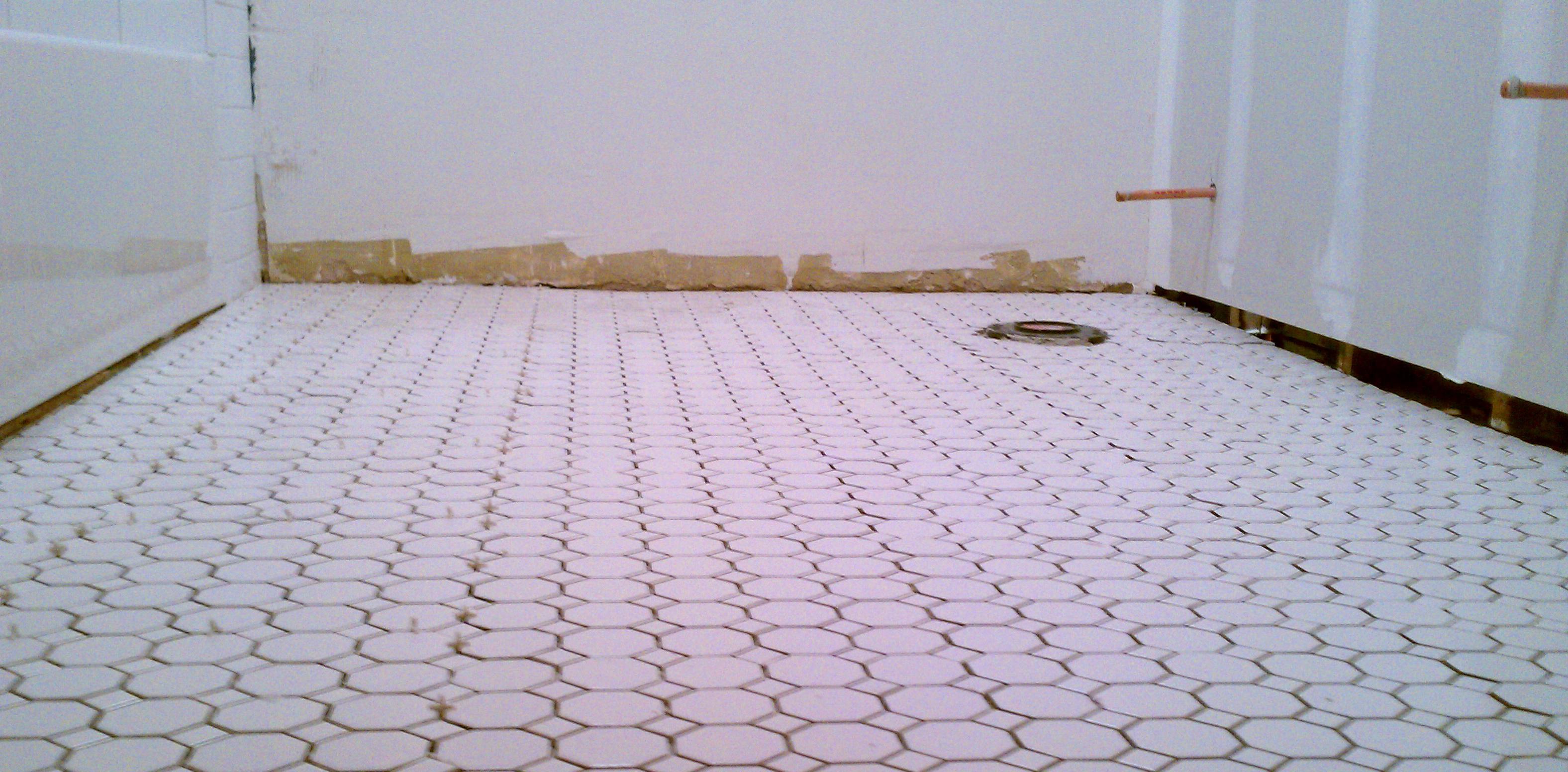 retro-tile-bathroom-floor