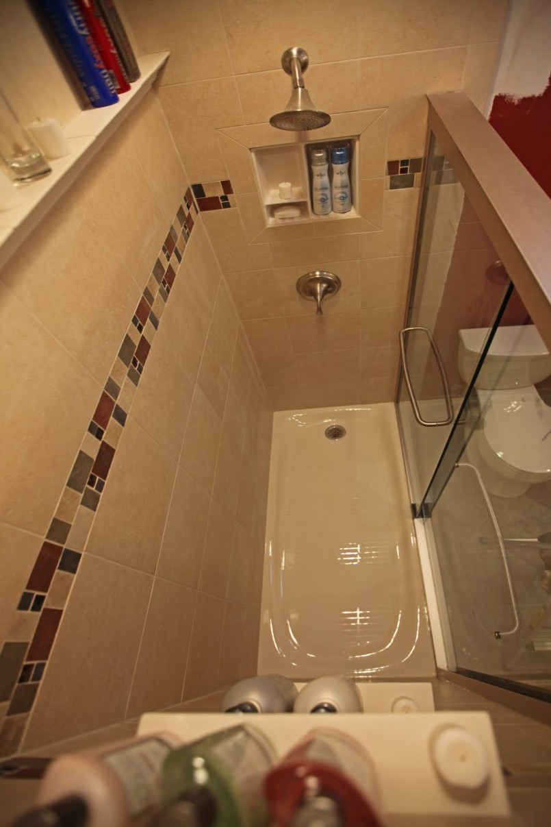 shower-tub-combo-design-with-double-wall-niche-shelf-and-attractive-colorful-wall-tile-idea