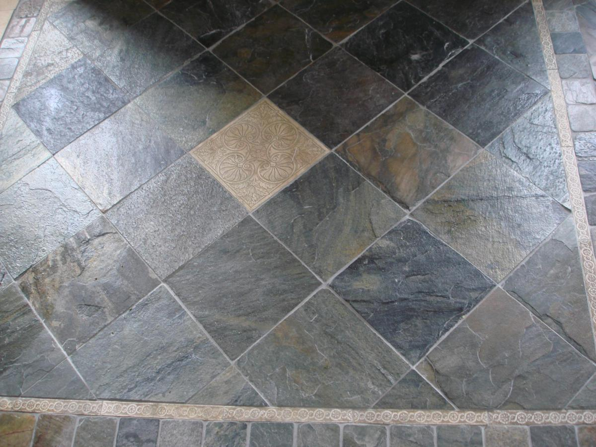 slate-tile-floor-etched-stone-deco