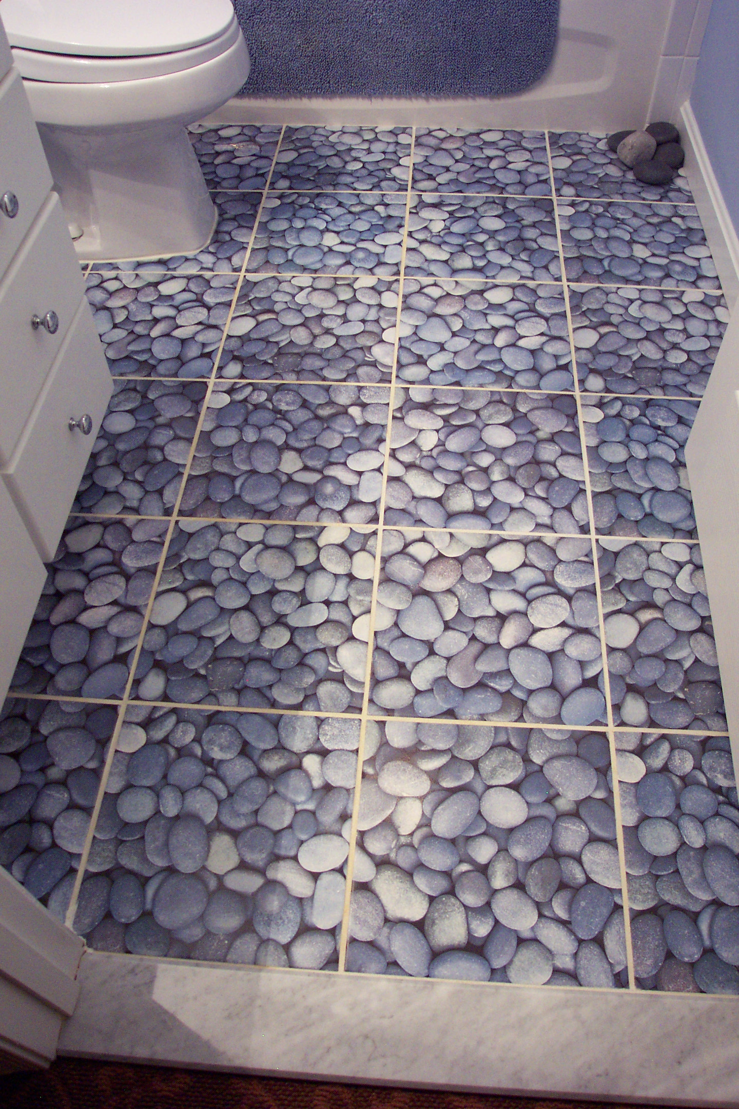 Great Ideas And Pictures Of River Rock Tiles For The Bathroom - Ceramic tile that looks like rocks