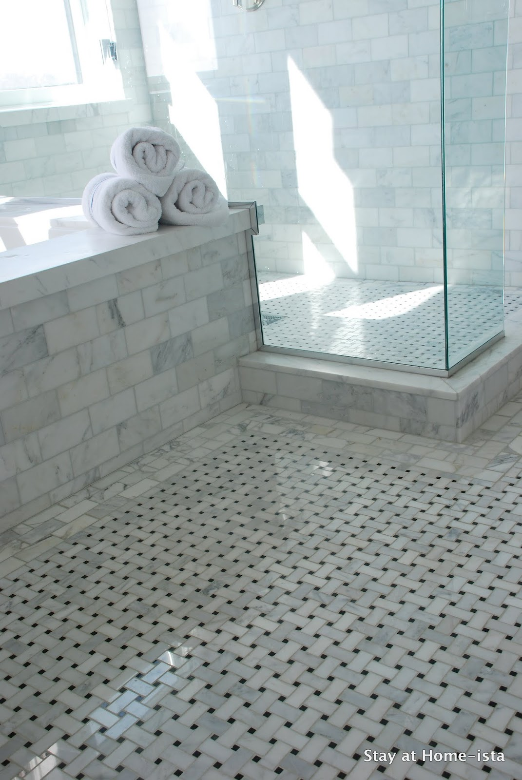 30 great pictures and ideas of old fashioned bathroom tile for Small marble bathroom ideas
