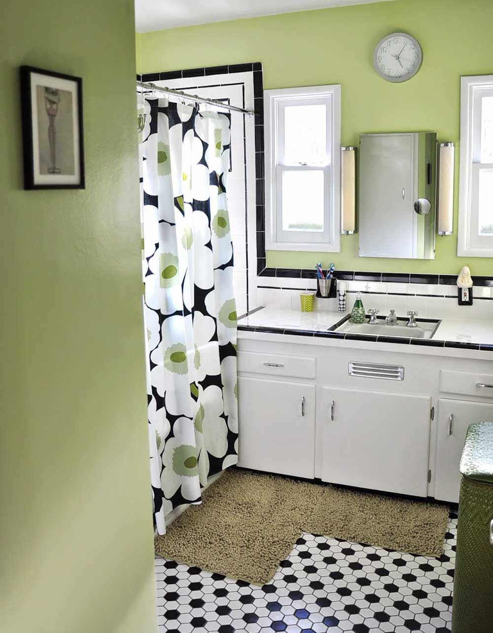 vintage-black-and-white-tile-bathroom