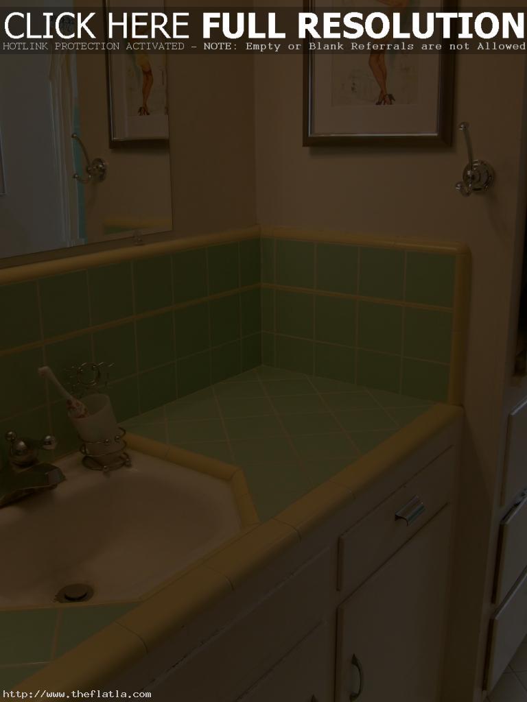vintage-vanities-for-bathrooms-ideas
