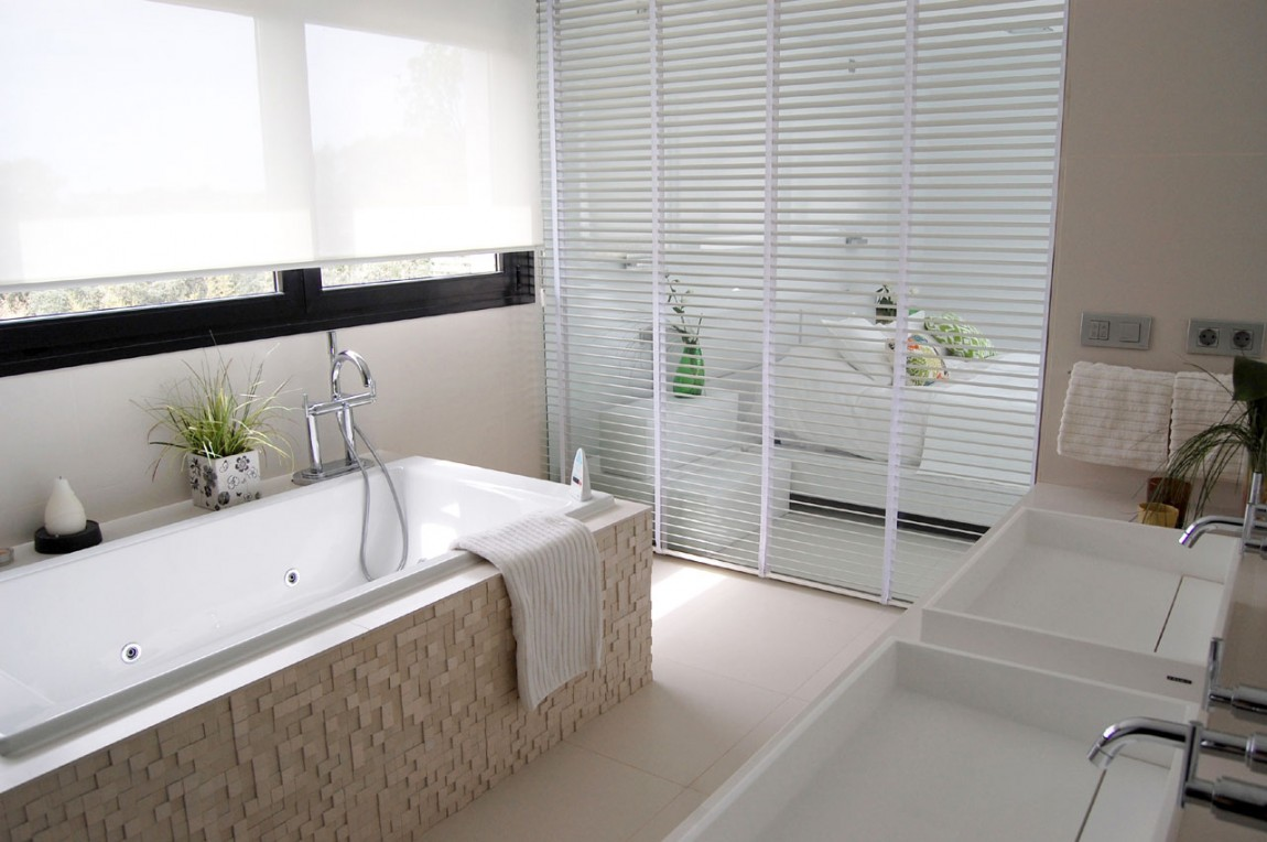 Model Ultra Modern Bathroom Design With Large Ceramic Tiles