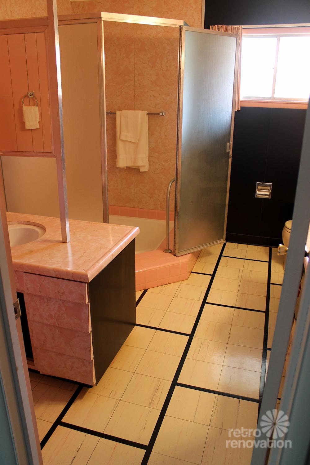 wilson-house-pink-bathroom-8