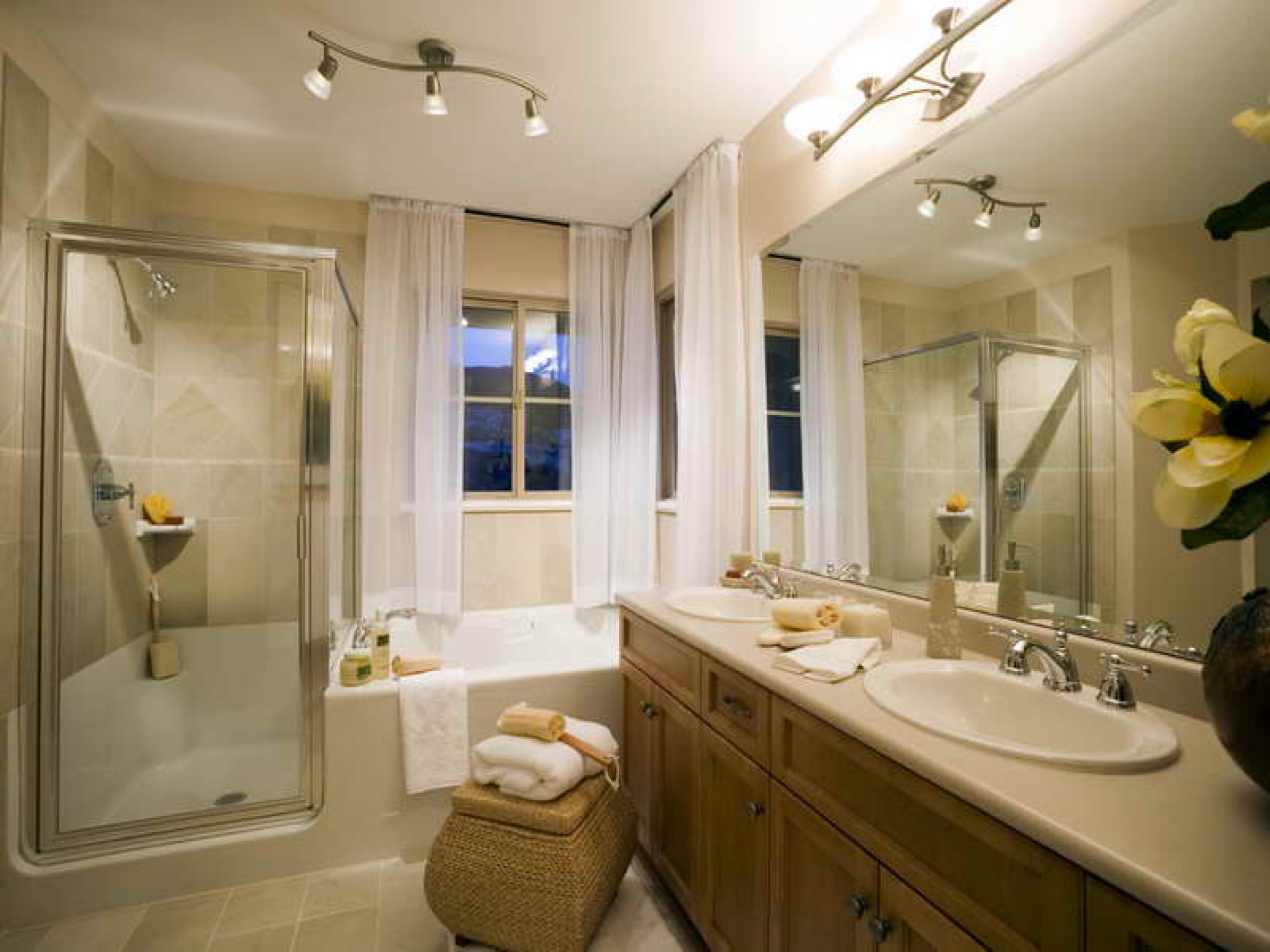 1920x1440 Beautiful Traditional Bathrooms With White Curtain