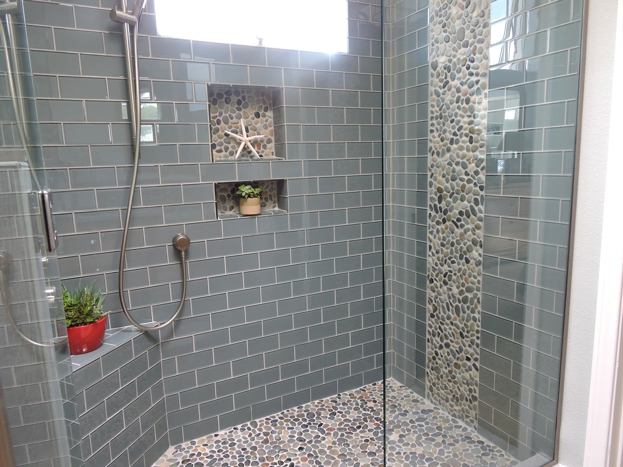 Bali-Ocean-Pebble-Tile-Shower-Floor-with-Accents