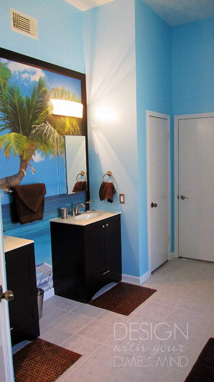 Beach-Murals-in-Tropical-Bathroom