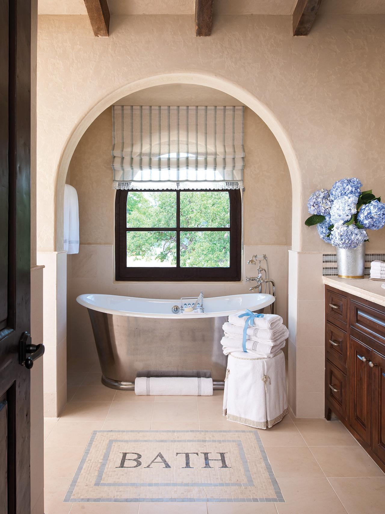 CI-Allure-of-French-and-Italian-Decor_Mosaic-Floor-Tile-Tub-Pg179_3x4.jpg.rend.hgtvcom.1280.1707