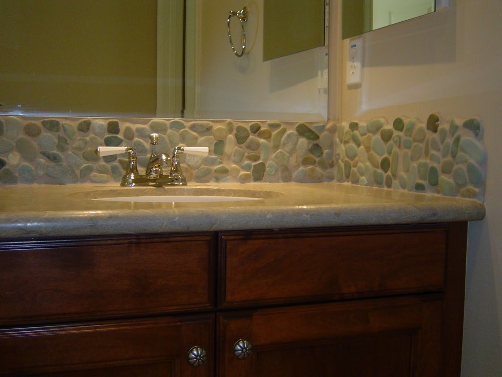 Ceramic-Tile-Floor-with-Pebble-Stone-Mosaic-Vanity