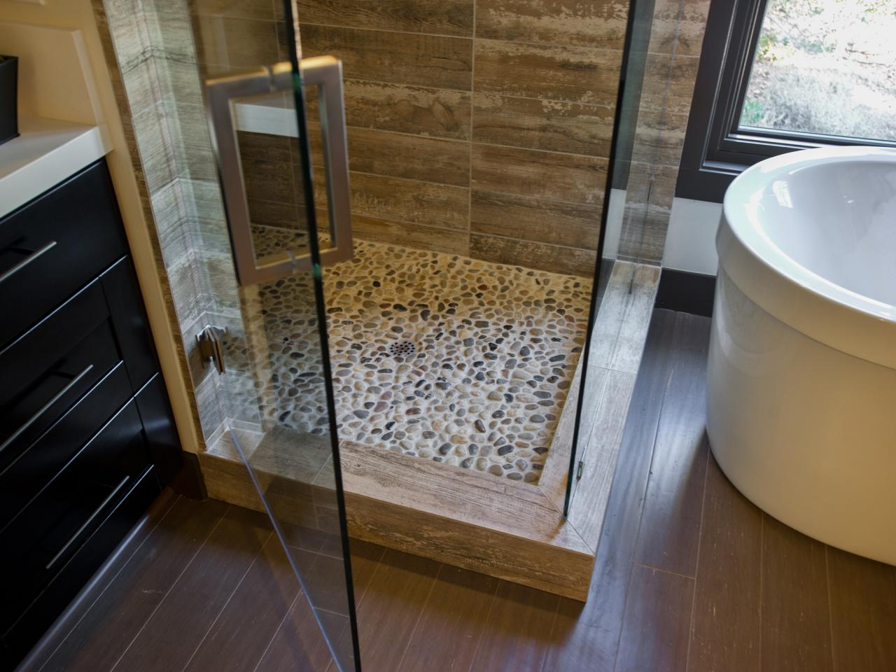 DH2014_master-bathroom-13-EPP0677-Detail-shower-floor_h.jpg.rend.hgtvcom.1280.960