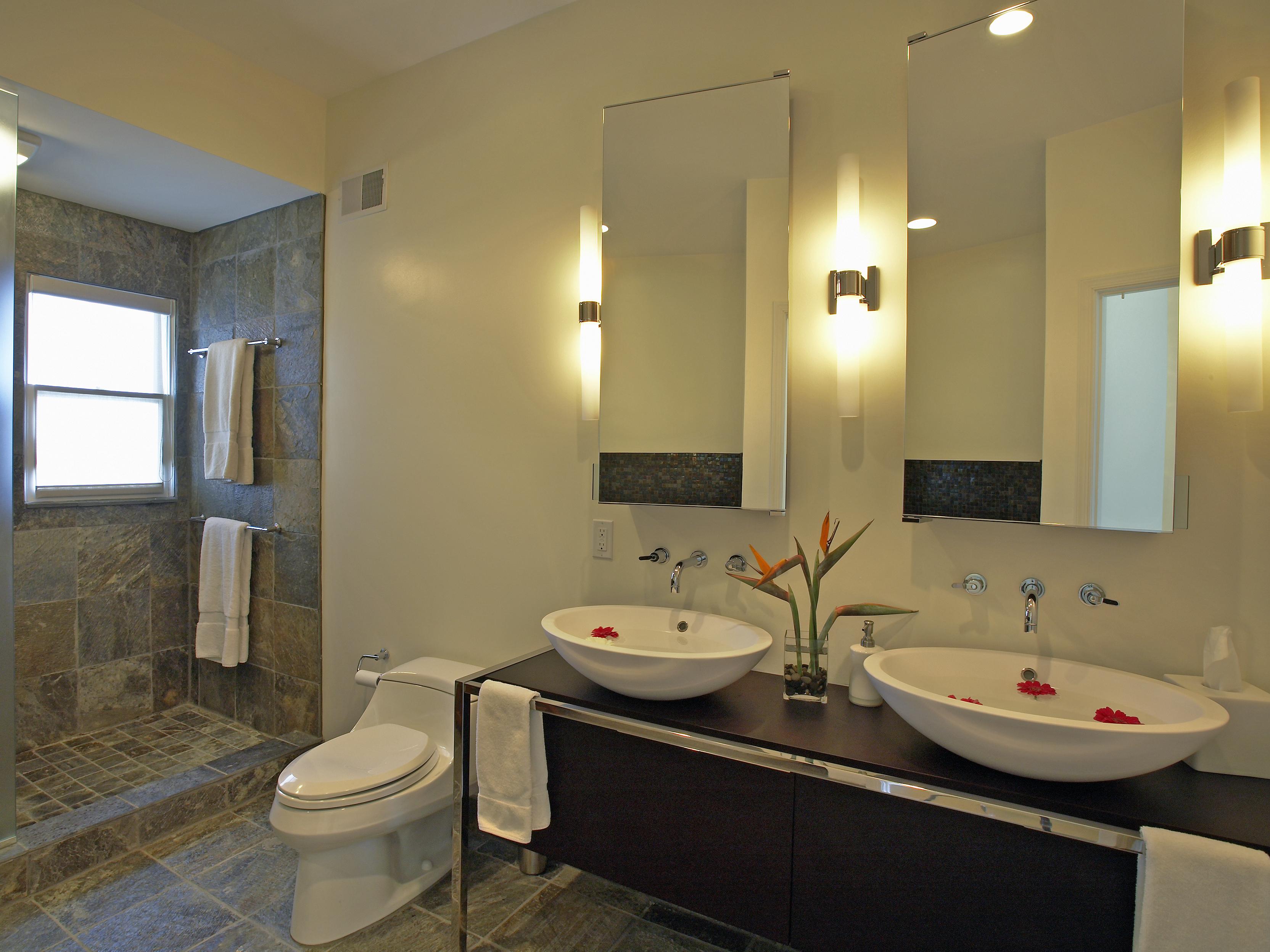 DP_Patrick-Baglino-Jr-neutral-contemporary-bathroom_s4x3