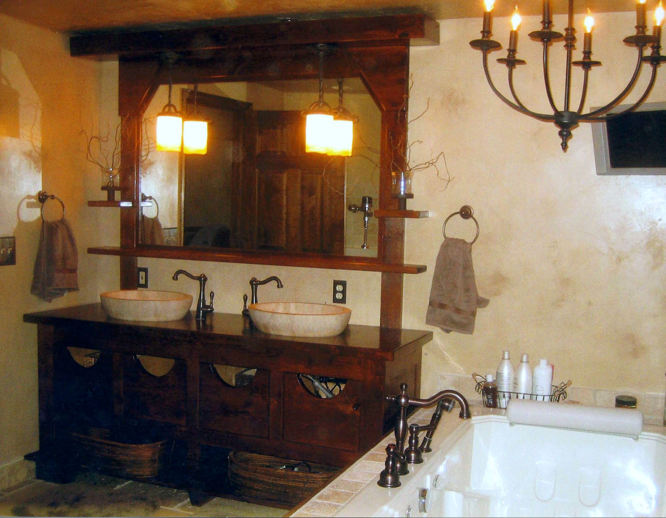 Old-World-Traditional-Bathroom
