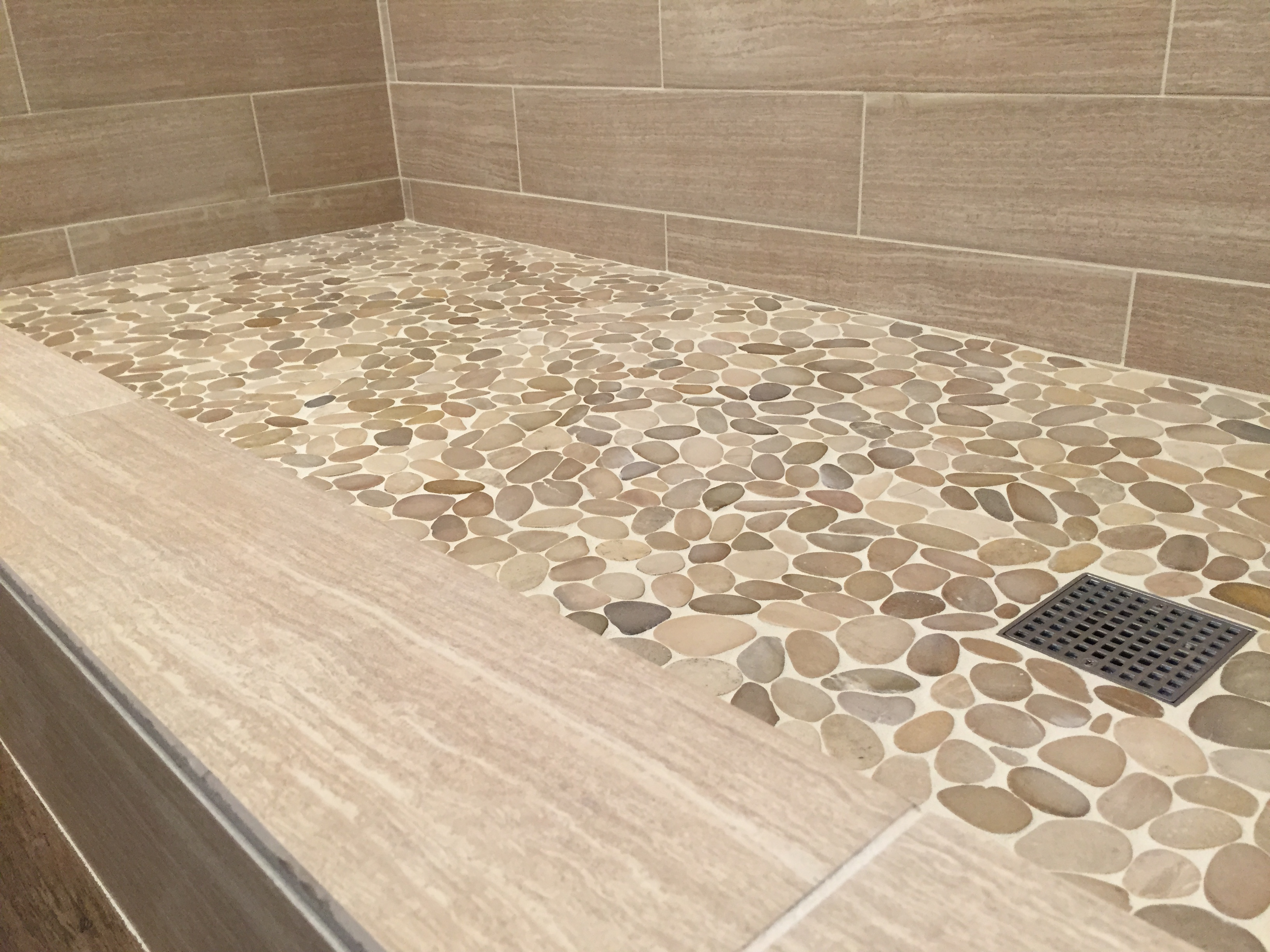 Delicieux ... Sliced Java Tan Pebble Tile Shower Floor ...