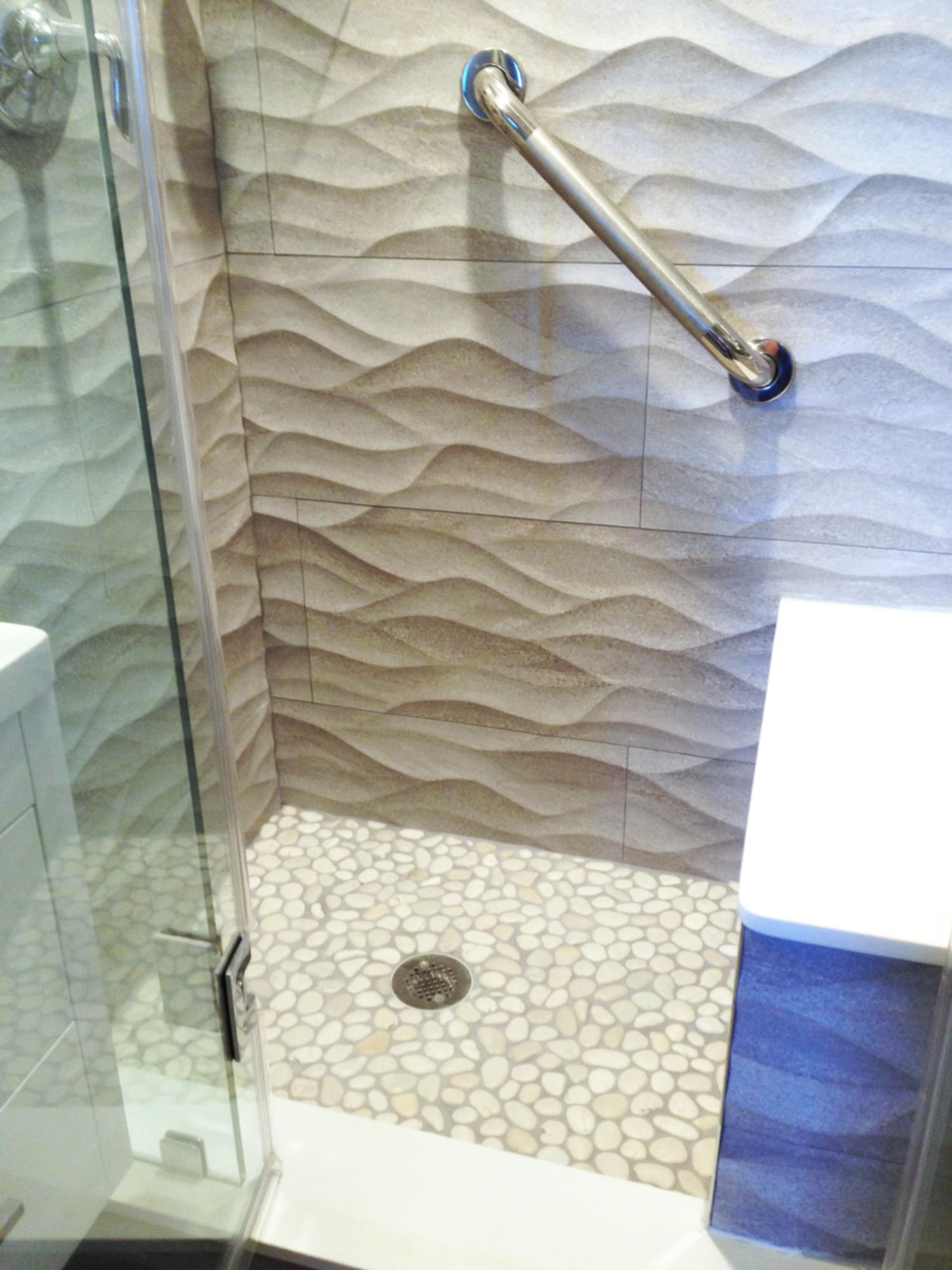 White-Pebble-Tile-Shower-Floor-with-Textured-Walls