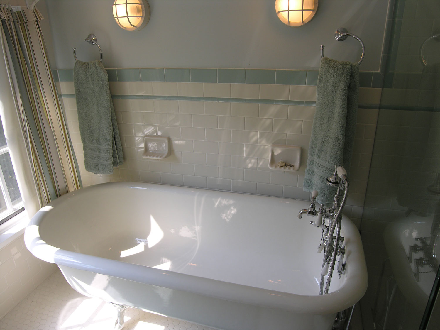 ... Bathroom Traditional White Clawfoot Tub In Tiny Bathroom
