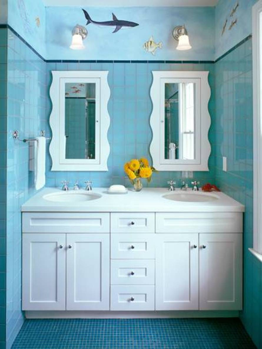 beach-bathroom-ideas-with-fish-murals