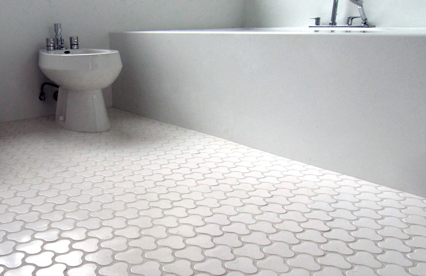 27amazing bathroom pebble floor tiles ideas and pictures beautiful bathtub tile designs 4 bathroom floor tile dailygadgetfo Gallery