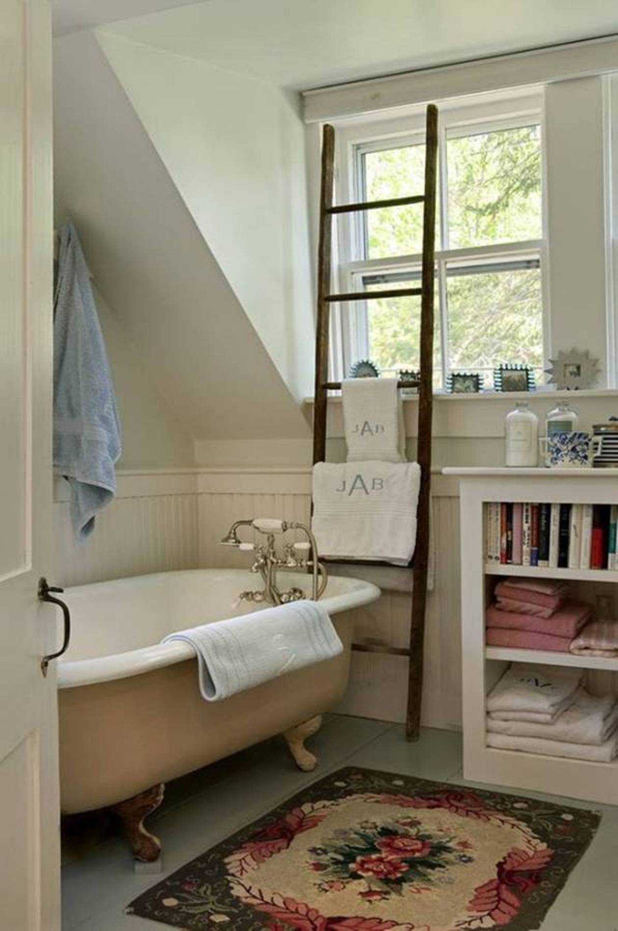 cottage-small-traditional-bathroom-design