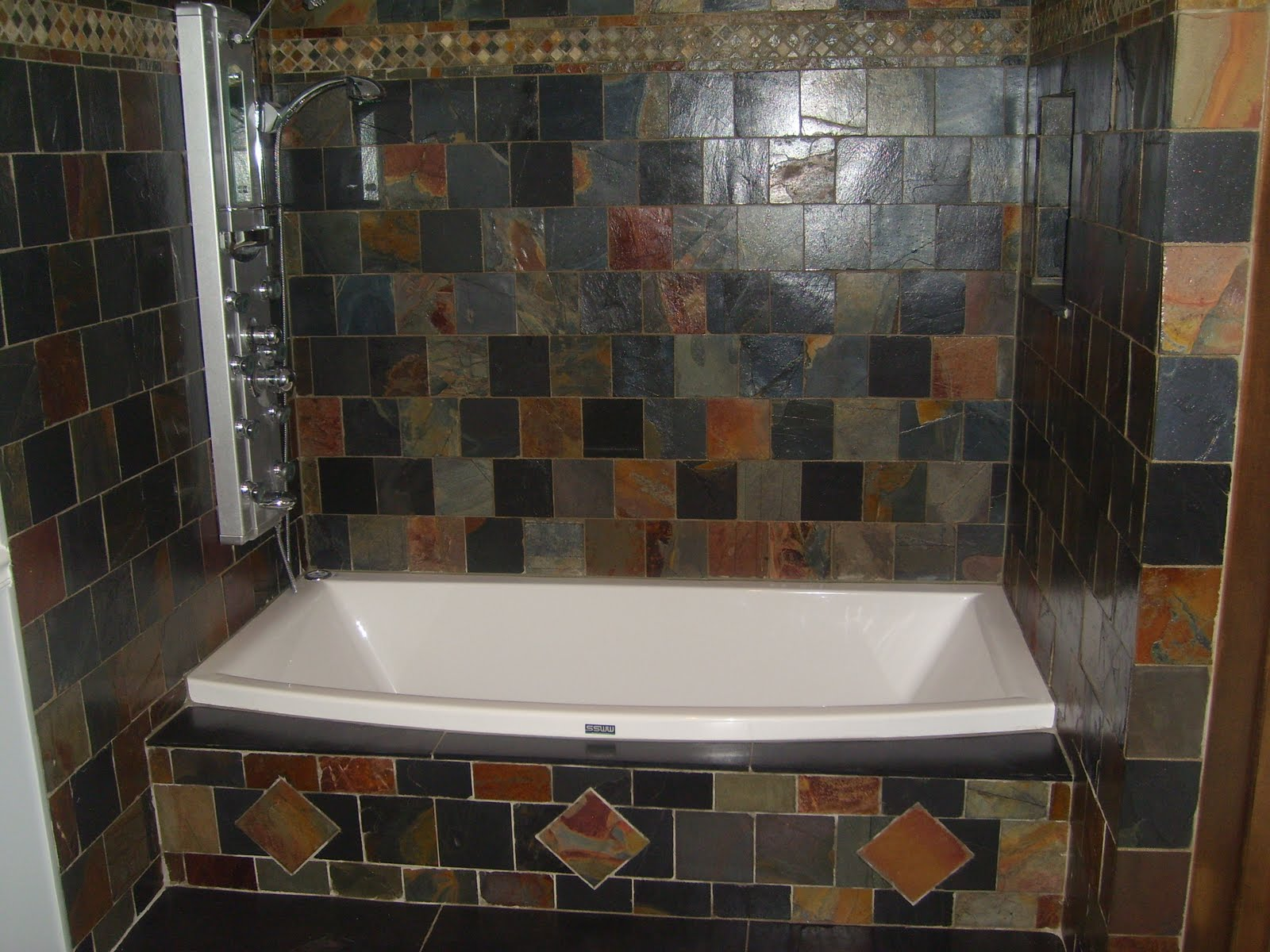 30 ideas on using natural slate bathroom tiles for Slate tile bathroom ideas