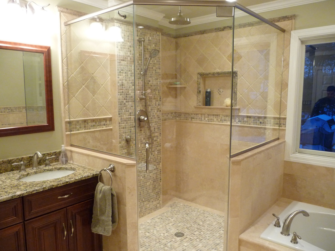 25 interesting pictures of pebble tile ideas for bathroom for Travertine tile bathroom gallery