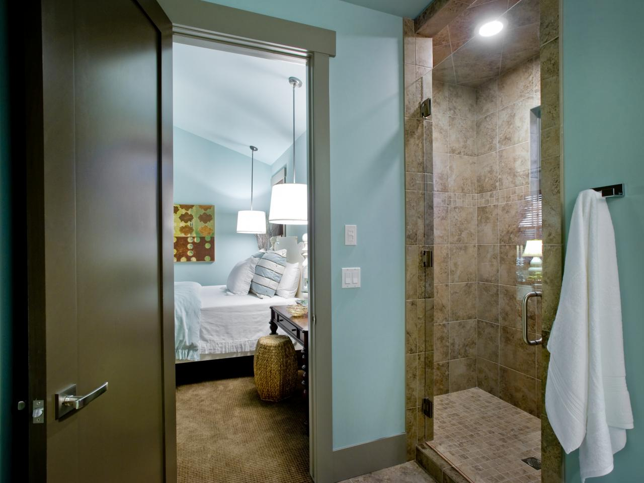 04-DH2012_Guest-Bedroom-1-Bath-Shower_s4x3.jpg.rend.hgtvcom.1280.960