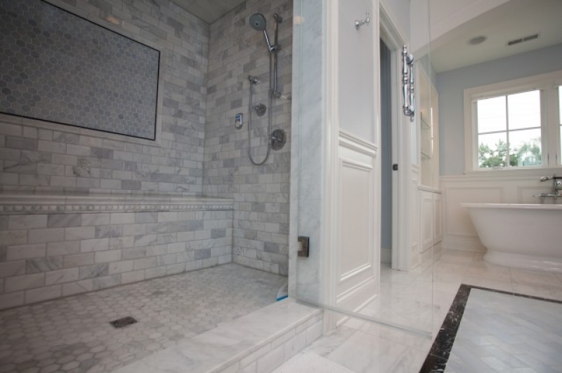 36438-shower-surround-marble-hex-inset-tiles-floor-blue-walls-gorgeous_800x600
