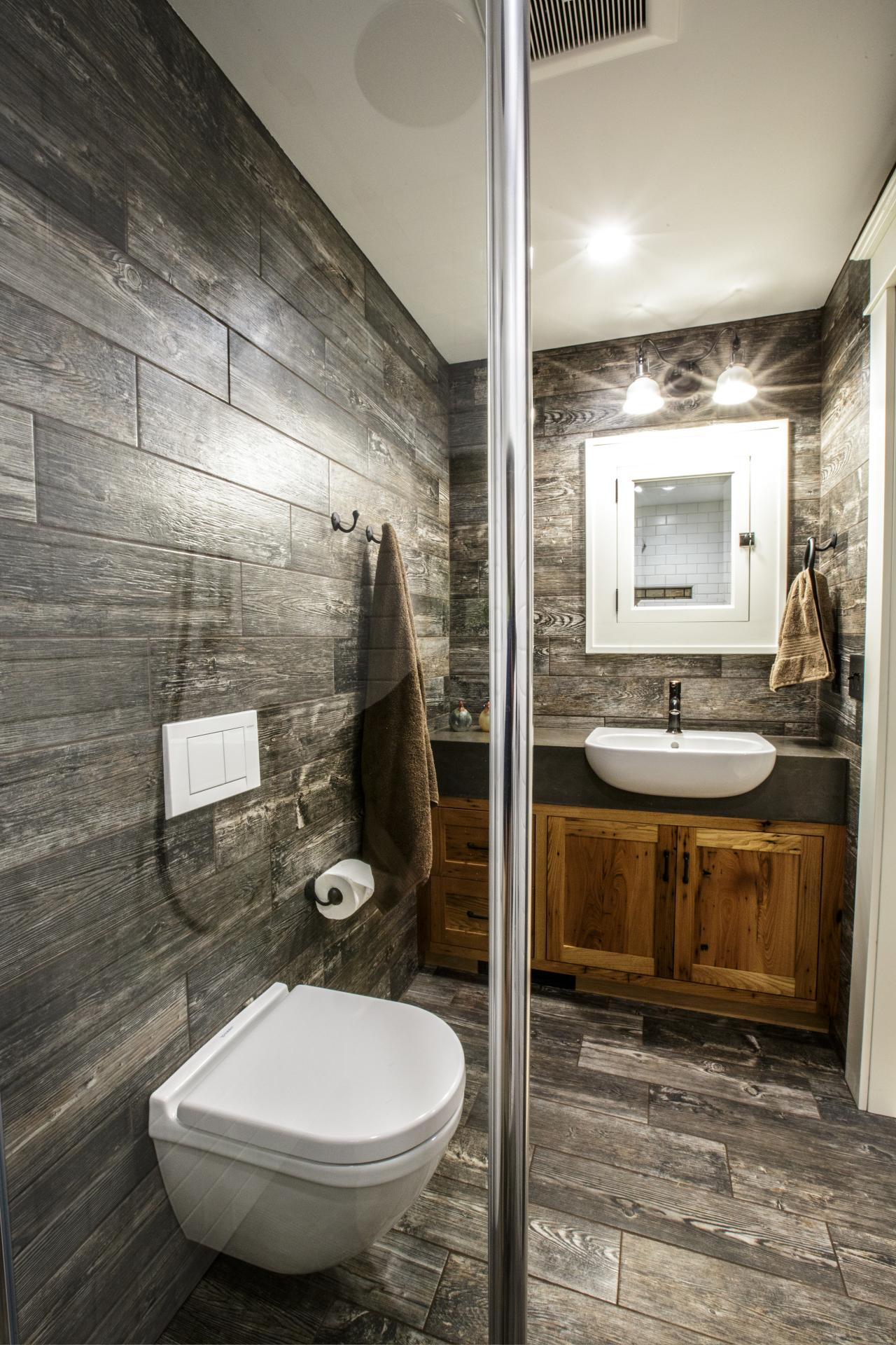 30 cool ideas and pictures of farmhouse bathroom tile for Popular bathroom styles
