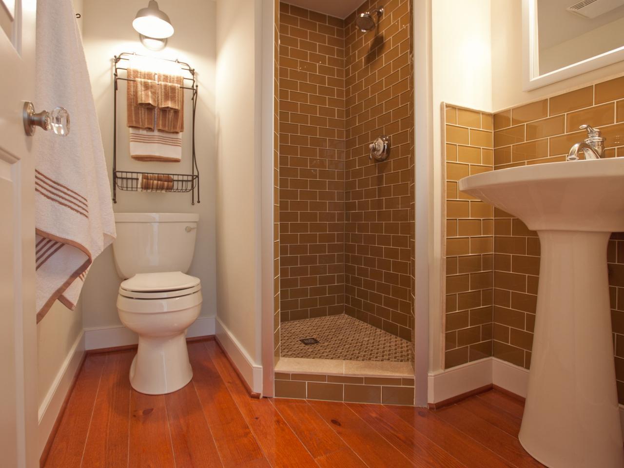 BC11_01-Guest-Bathroom-FM-9968_s4x3.jpg.rend.hgtvcom.1280.960