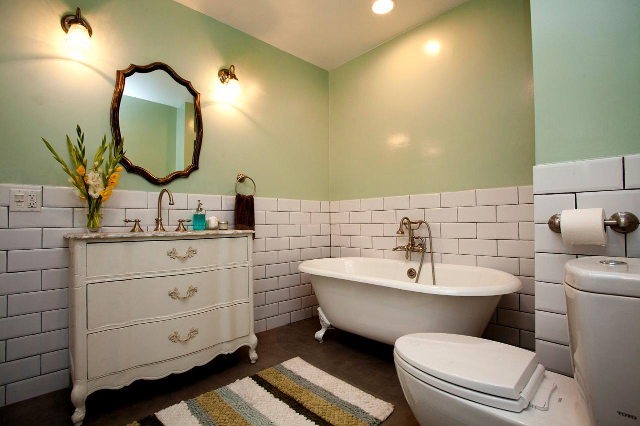 BP_HHURT212_mint-green-bathroom_4x3.jpg.rend.hgtvcom.1280.853